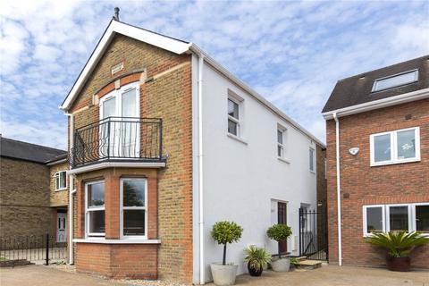 3 bedroom detached house for sale - Hurst Road, West Molesey, Surrey, KT8