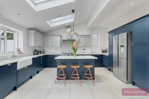 4 bedroom semi-detached house to rent - Myddelton Gardens, Winchmore Hill, N21