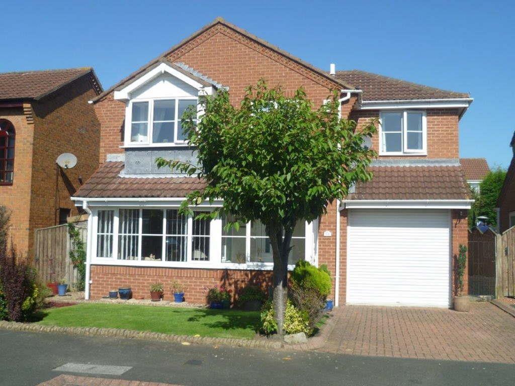 4 Bedrooms Detached House for sale in Shotley Court, Wellhead Dene, Ashington