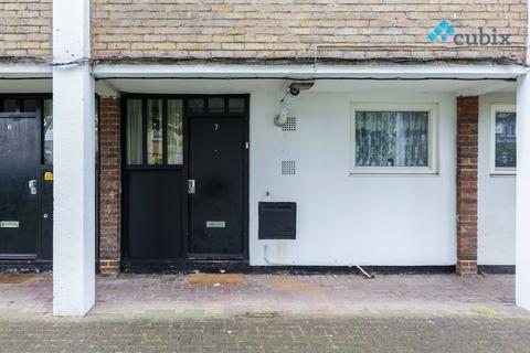 4 bedroom ground floor maisonette to rent - Rolls Road, Elephant and Castle SE1