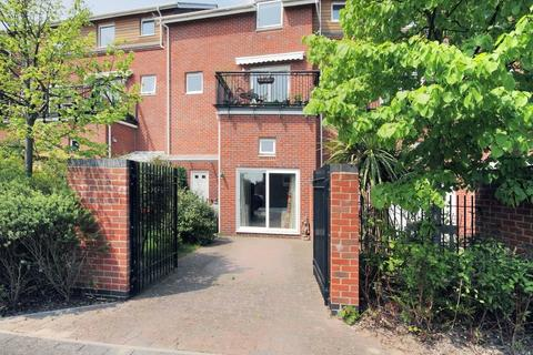 4 bedroom townhouse for sale - Athelstan Road, Winchester, Hampshire, SO23