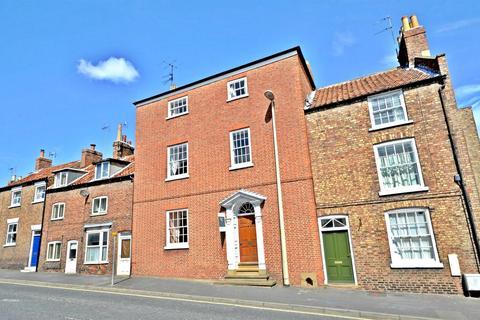 4 bedroom townhouse for sale - Newbiggin House, 28 Newbiggin, Malton, North Yorkshire YO17 7JF
