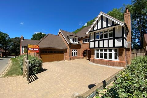 5 bedroom detached house for sale - Earls Farm Way, Towcester