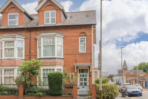 4 bedroom end of terrace house for sale - Fosse Road South, Leicester