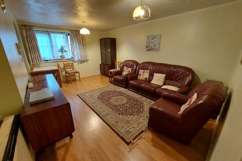 2 bedroom flat to rent - Dalrymple close, London, N14