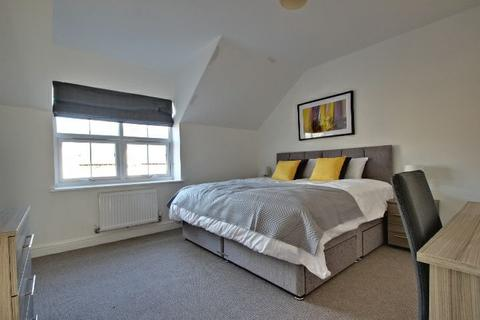 1 bedroom in a house share to rent - Queens Court Road, Stoke-On-Trent