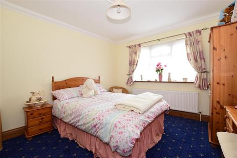 3 bedroom detached house for sale - Medina Avenue, Newport, Isle of Wight