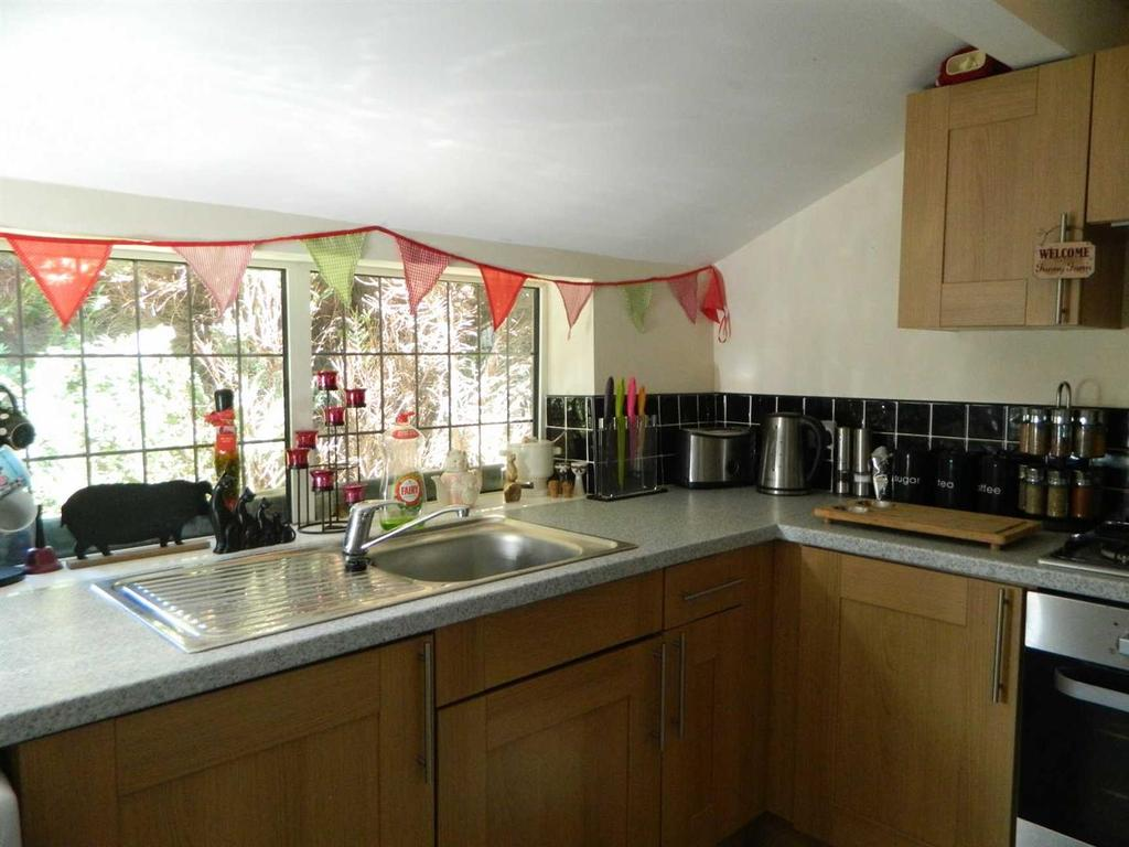 2 Bedrooms Cottage House for sale in Harbour Road, Wibsey, Bradford, BD6 3RQ