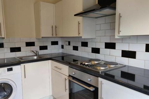 4 bedroom flat to rent - Grove Hill, London