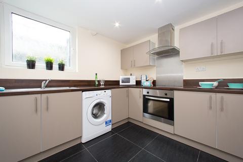 6 bedroom townhouse to rent - 42 Chestnut Avenue, Hyde Park, Leeds, LS6 1BA