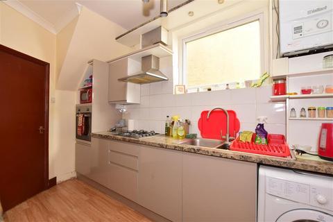 2 bedroom ground floor maisonette for sale - Buntingbridge Road, Ilford, Essex