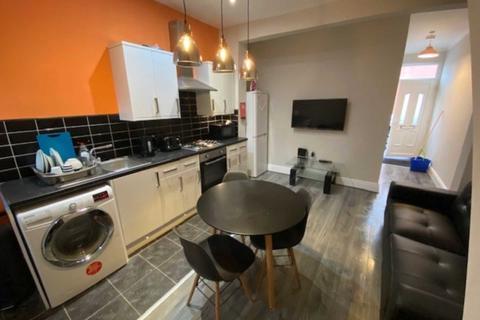 4 bedroom terraced house to rent - Kara Street, Manchester