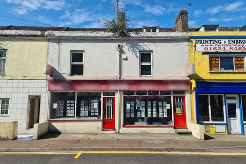 3 bedroom flat for sale - Luton Road, Chatham, ME4