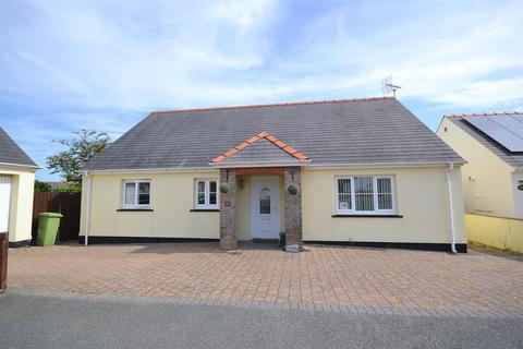 3 bedroom detached bungalow for sale - Parc Loctudi, Fishguard