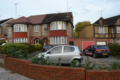 1 bedroom in a house share to rent - Chase Road, Southgate