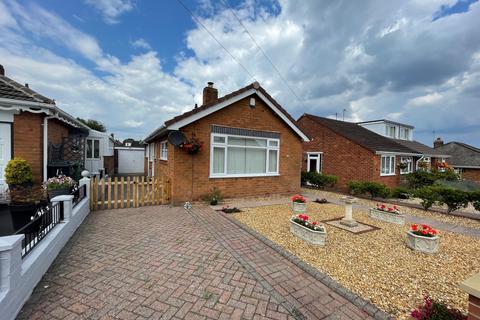 2 bedroom bungalow for sale - Hilldene Road, Kingswinford, DY6 9SR
