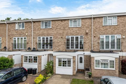 3 bedroom townhouse for sale - Ullswater Close Bromley BR1