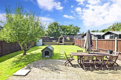 3 bedroom detached house for sale - Allhallows Road, Lower Stoke, Rochester, Kent
