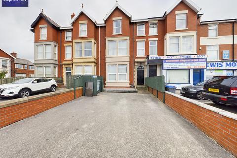 2 bedroom flat to rent - Flat 4, 558 Lytham Road, Blackpool, Lancashire FY4 1RF