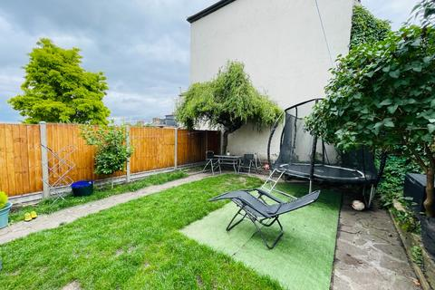 2 bedroom flat for sale - Griffin Road, Plumstead, London, SE18 7QE