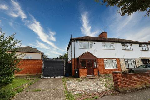 3 bedroom semi-detached house for sale - Gaysham Avenue, Gants Hill, IG2