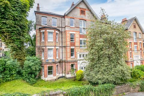 3 bedroom flat for sale - Taymount Rise