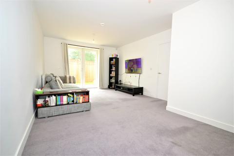 6 bedroom end of terrace house for sale - Bedsir Drive, Greenford / Northolt Borders