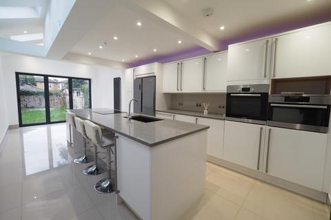 3 bedroom semi-detached house to rent - London Road, Staines upon Thames TW18