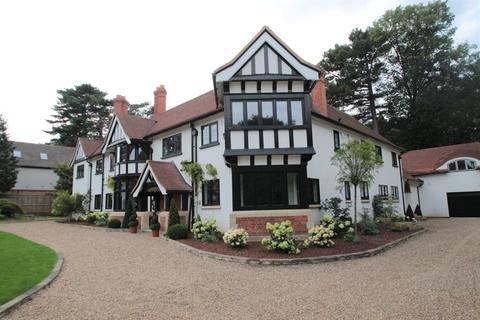 6 bedroom detached house to rent - Holwood Park Avenue, Keston Park, Orpington, Kent, BR6 8NQ