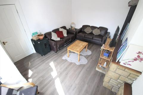6 bedroom end of terrace house to rent - Knowle Avenue, Burley, Leeds, LS4 2PQ