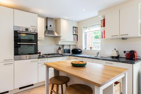 4 bedroom property for sale - Highwood Close, East Dulwich, London, SE22