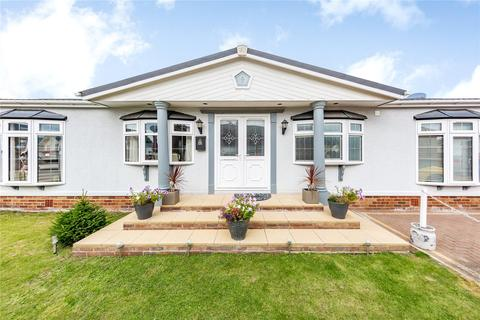 2 bedroom park home for sale - The Oaks, Hayes Country Park, Battlesbridge, Wickford, SS11