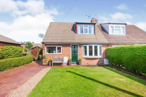 3 bedroom bungalow for sale - The Glade, York, North Yorkshire
