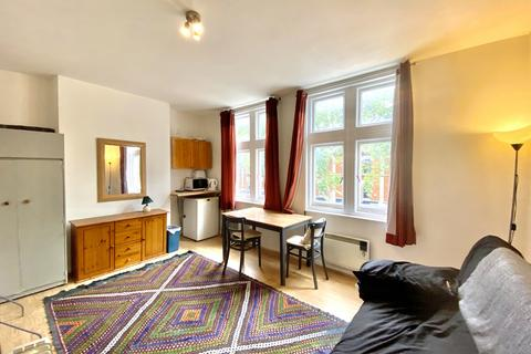 5 bedroom apartment to rent - Chiswick High Road, Chiswick, London, W4