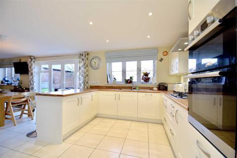 5 bedroom detached house for sale - Corbett Close, Upper Heyford