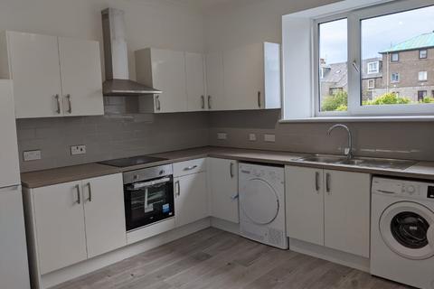 3 bedroom flat to rent - Walker Road, Torry, Aberdeen, AB11