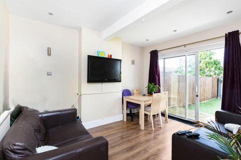 4 bedroom terraced house to rent - Hawkhurst Road, London SW16