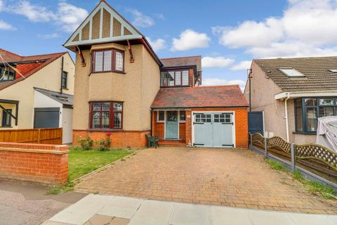 4 bedroom detached house for sale - Darlinghurst Grove, Leigh-on-sea, SS9
