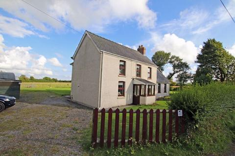 4 bedroom property with land for sale - Cefn y Pant, Whitland