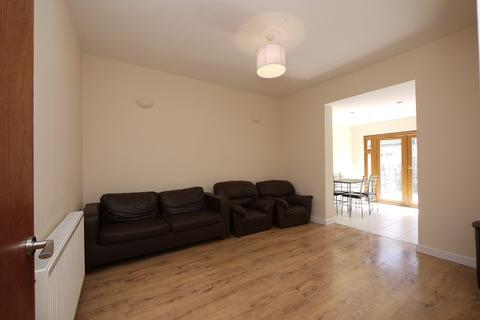 4 bedroom terraced house to rent - Kitchener Road, Forest Gate, London. E7