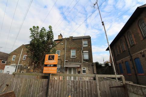 Studio to rent - London Road, Greenhithe, DA9