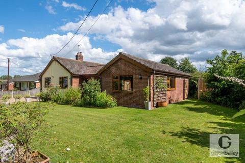 2 bedroom detached bungalow for sale - Highfield Avenue, Brundall