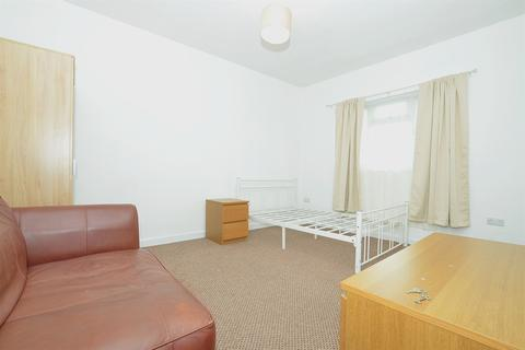 1 bedroom apartment to rent - High Street, Wanstead, E11