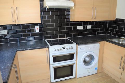 2 bedroom flat to rent - Fenman Gardens, Ilford IG3 9TS