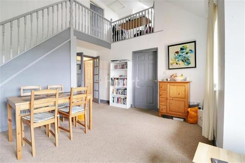 3 bedroom flat to rent - Winstanley Court, Cromwell Road