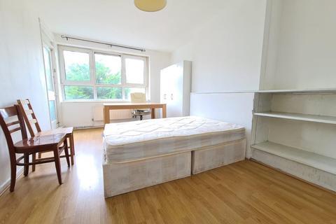 4 bedroom flat to rent - Joseph Street, London