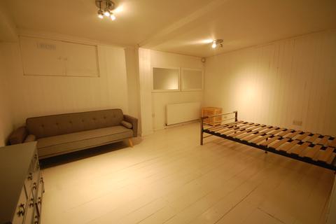 Studio to rent - Chiswick High Road , Chiswick  W4