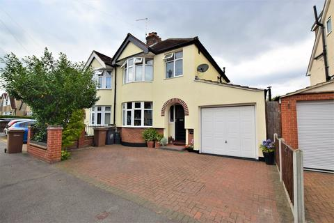 4 bedroom semi-detached house for sale - Moulsham Drive, Chelmsford, Chelmsford, CM2
