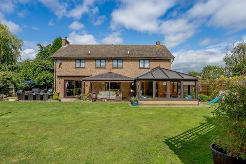 4 bedroom detached house for sale - Ash Lane, Collingtree, Northamptonshire, NN4 0ND