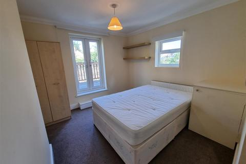 Studio to rent - Kingsmead Road, London